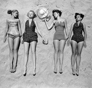 life_vintage_girls_swimming